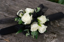 Classic style rose wrist corsage