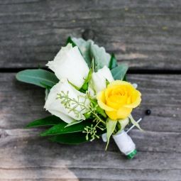 Yellow & white rose bout